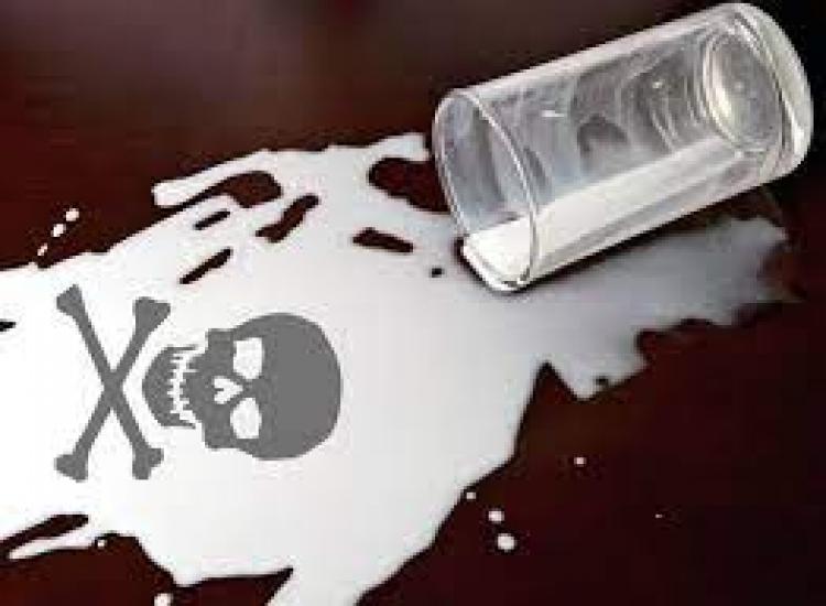 Επικίνδυνο κοκτέιλ 20 χημικών ουσιών σε ένα ποτήρι γάλα!